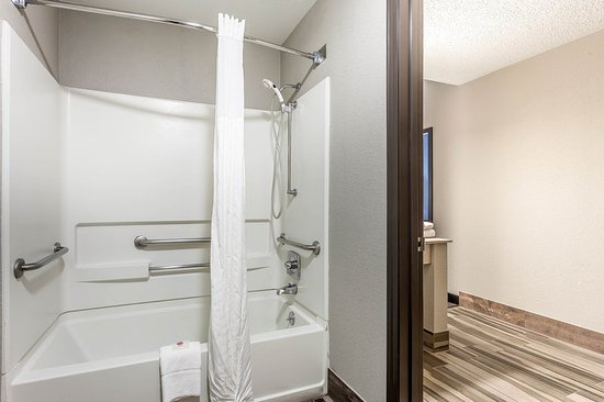guest room picture of comfort inn cleveland airport middleburg rh tripadvisor com