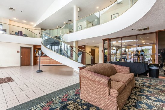 Middleburg Heights, OH: Lobby