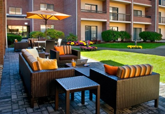 Foxboro, Массачусетс: Outdoor Terrace