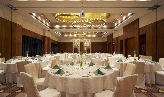 Sohna, Indie: Westin Vatika Ballroom - Round Table Setup
