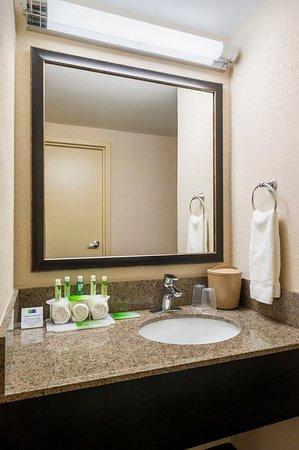 Frazer, PA: Standard Guest Bathroom