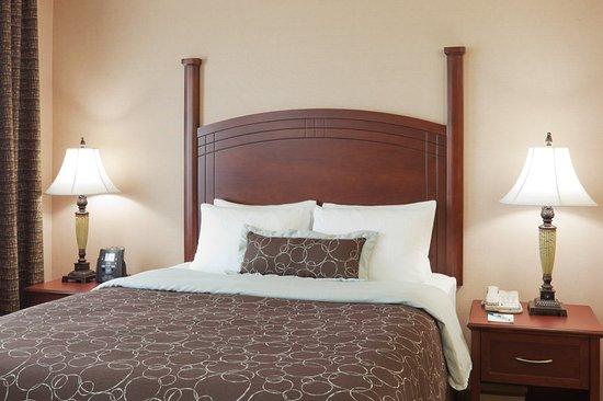 Staybridge Suites Oakville: Plush pillow top mattress with a cozy duvet
