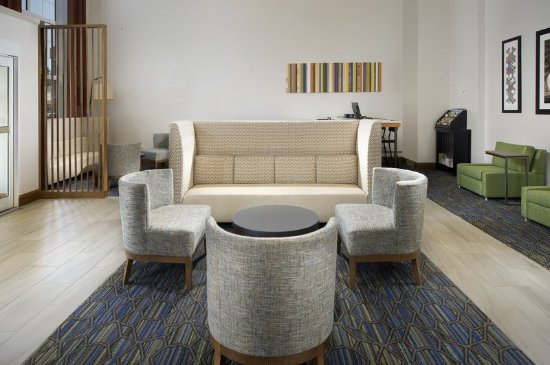 Ruckersville, VA: Relax, work or socialize in our hotel lobby, featuring free Wi-Fi
