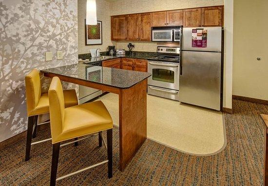 Southaven, MS: Studio - Kitchen
