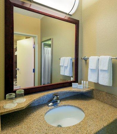 Longmont, CO: Guest Bathroom