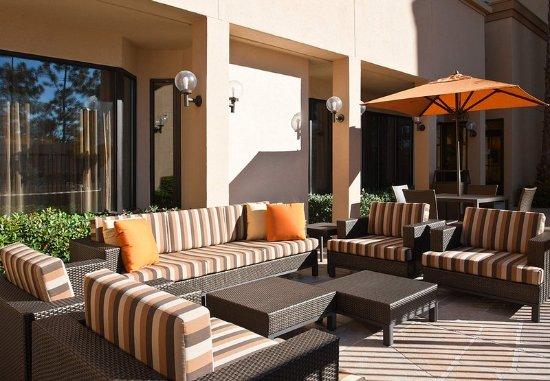 Laguna Hills, CA: Outdoor Sitting Area