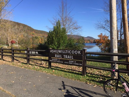 Ashuwillticook Rail Trail: The Cheshire Reservoir