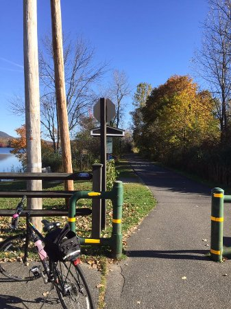 Ashuwillticook Rail Trail: Perfect place to ride!