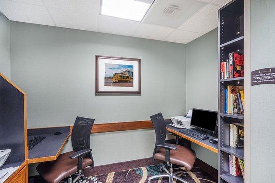 Staybridge Suites Memphis - Poplar Ave East: Business Center
