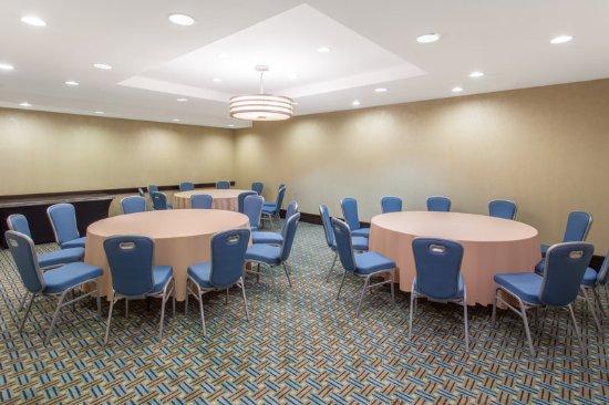 Bridgeton, MO: Frontenac Room
