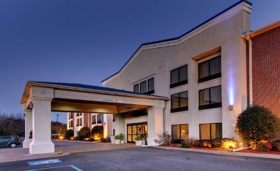Holiday Inn Express Dahlonega: Hotel Exterior