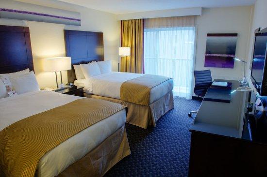 Radisson Hotel Sudbury: Double Queen Room with Patio
