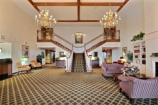 Oshkosh, WI: Hotel Lobby
