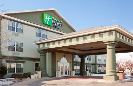 Holiday Inn Express Oshkosh-SR 41: Hotel Exterior