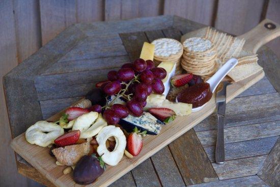 Moina, Australia: Verandah and cheese board