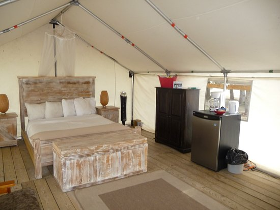 Dinosaur Provincial Park Comfort Camping: Premium site - some of the amenities