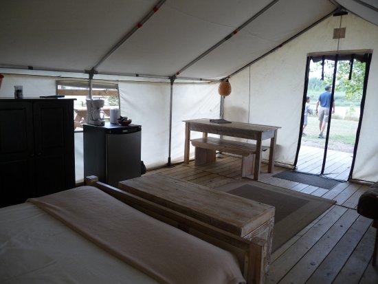 Dinosaur Provincial Park Comfort Camping: Premium site with lots of interior space