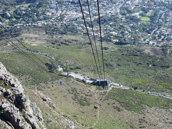 Table Mountain Aerial Cableway: Very long lines of tourists