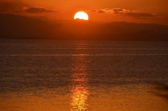 Port Barton, Filipinas: sunset in santa claus hilltop