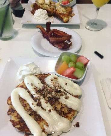 North Canton, OH: Cinnamon roll cakes, bacon, and maui waui french toast