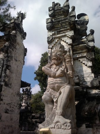 Kerobokan, Indonezja: Одни из множества ворот. Эти  - на берегу.