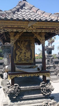 Kerobokan, Indonezja: Место для подношений и молитв.