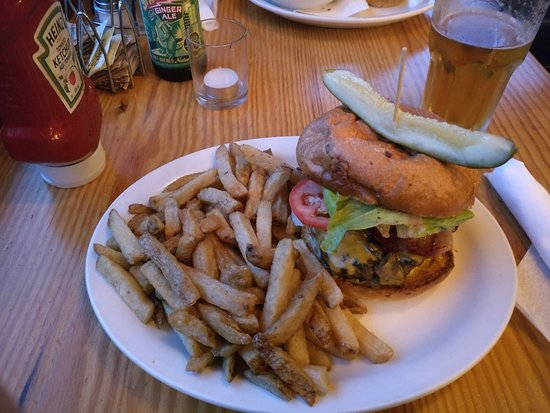 Salt Spring Island, Canada: Deluxe Burger with Fries
