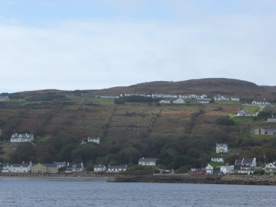 Burtonport, Irlanda: view of arranmore island from ferry