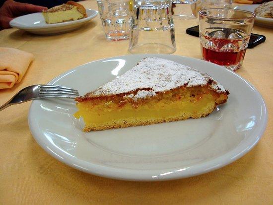 Creazzo, Italia: dolce di crema e mandorle