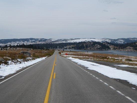 Alpine Lodge: closed beartooth highway