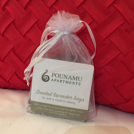 Swiss-Belsuites Pounamu Queenstown: Sachets of Lavender on the beds - very thoughtful!