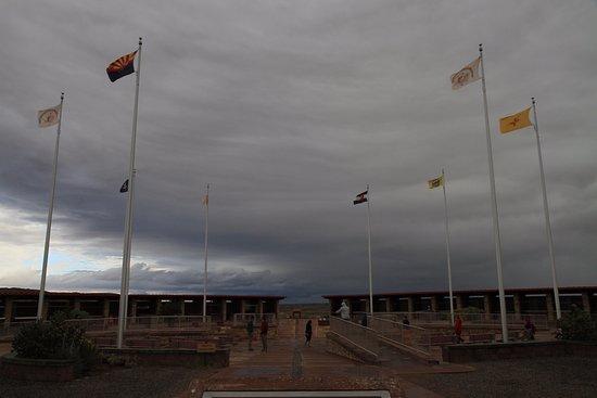 Teec Nos Pos, AZ: 空は曇天。