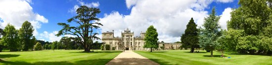 Wilton, UK: La façade sur le parc