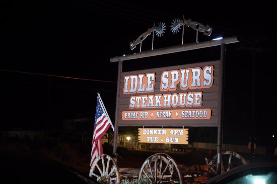 Idle Spurs Steakhouse: 店の看板