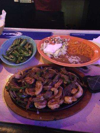 Charleston, Batı Virjinya: Combo fajitas loaded with shrimp