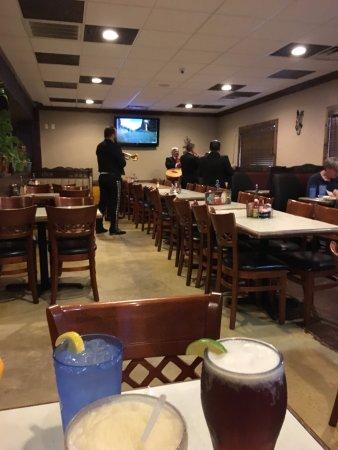 Los Agaves Mexican restaurant: Mariachi Band