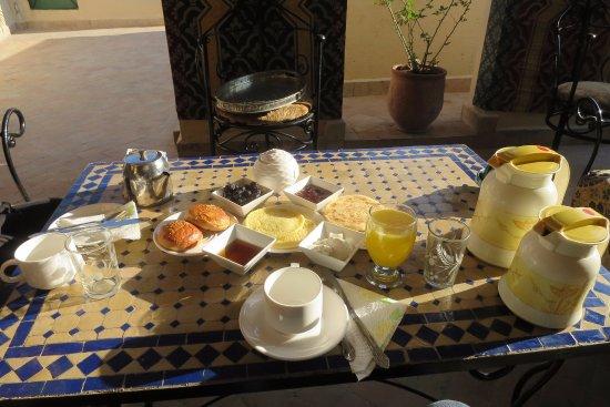 Dar El Ouedghiri : Desayuno en la azotea