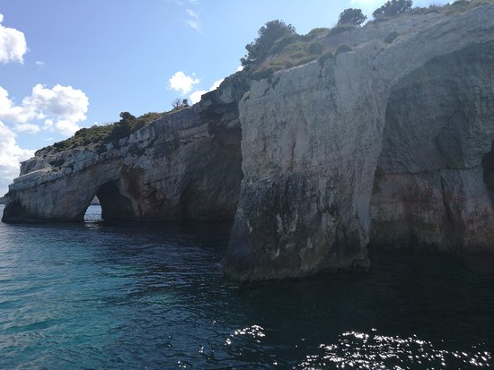 Agios Nikolaos, اليونان: Blue caves