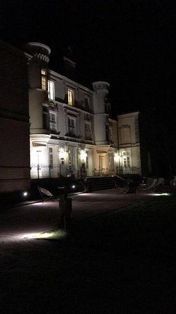 Yvre-l'Eveque, France: Arrivée au chateau