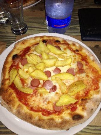 Celtic Pub : Pizza wustel e patatine