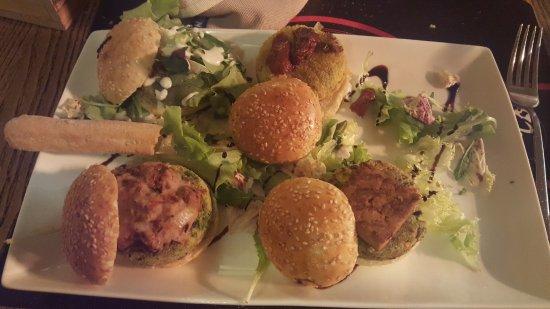 Oderzo, Italia: 5 Types of mini Vegiterian burger