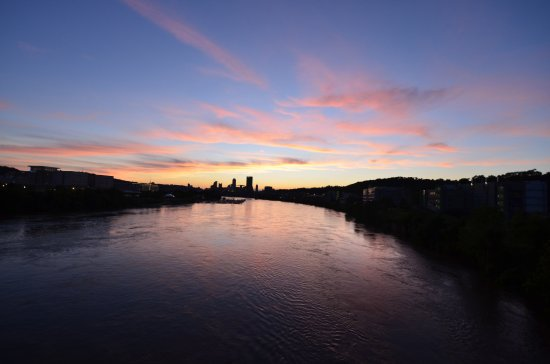 HYATT house Pittsburgh-South Side: Sunset view from nearby Hot Metal Bridge