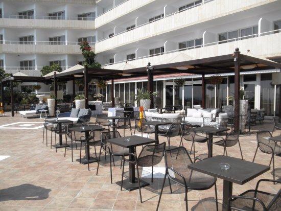 Atlantica Bay Hotel: bar extérieur