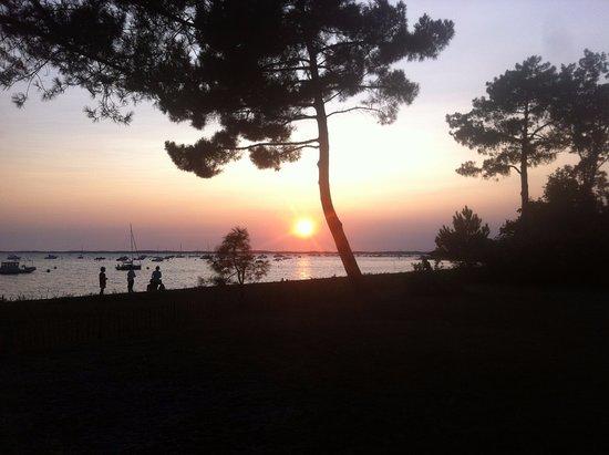 Arcachon Bay, França: Coucher de soleil sur le bassin d'Arcachon à Andernos les Bains