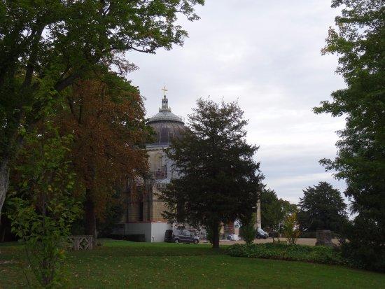 Chapelle royale Saint-Louis : Le parc