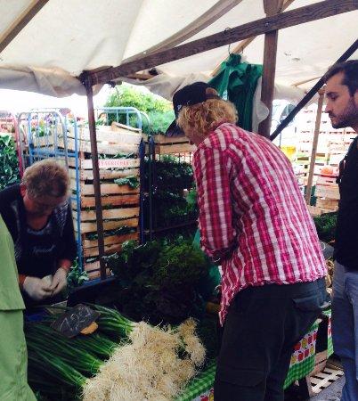 Zur Letzten Instanz: Täglicher Einkauf von frischen Zutaten auf dem Türkischen Markt /Kreuzberg