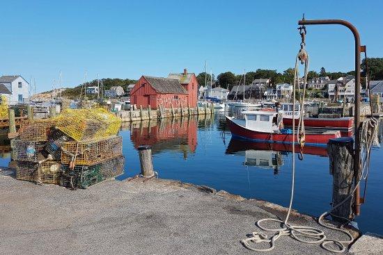 Harbour scene picture of bearskin neck motor lodge for Bearskin neck motor lodge rockport ma
