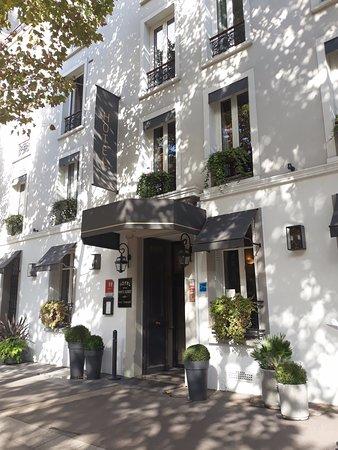 Hotel de la Porte Doree : Hotel entrance