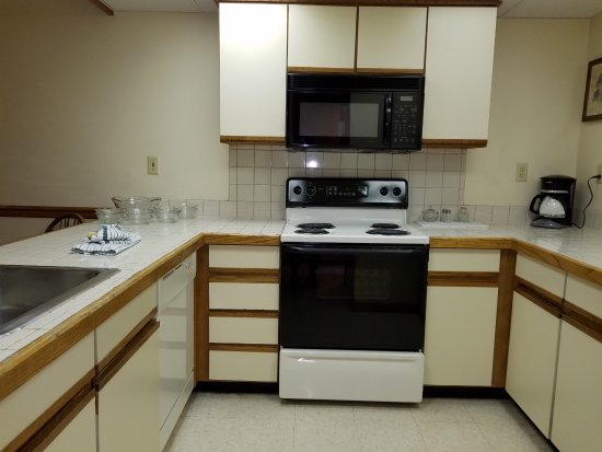 Wyndham Shawnee Village Resort: Partial view of kitchen area