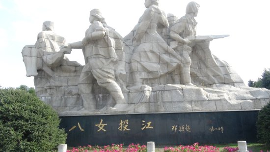 The Sculptures of Eight Heroines: 八女投江群像